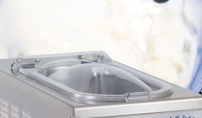 La nostra gamma di tini di maturazione professionali, l'attrezzatura per conservare e maturare la miscela per un gelato artigianale di qualità. Scopri di più!